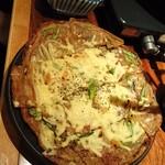 もつ鍋 亀八 - 亀八のチーズチヂミ