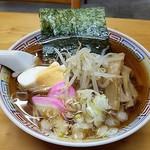 新宿夕波食堂 - 料理写真:美しく斬新な中華そば 屋台の味わいが嬉しいぞ