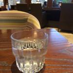 58803821 - 冷たい水。                       うまし。