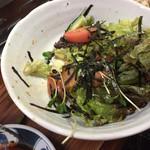 大同苑 - グリーンサラダ(但し食べかけ)。