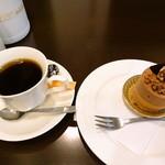 パティスリー オランジュ - ホットコーヒーとクルミン