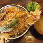 天婦羅 うえじま - 並天丼ご飯大盛¥1150 蓋を取って。天ぷらは、しいたけ、キス、ベビーコーン、ししとう、エビの5種。