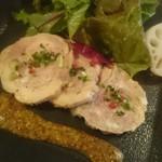 58817245 - レバーやナッツが個性的な風味、鶏もも肉のガランティーヌ