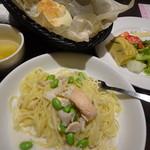 港屋珈琲 - パスタランチ980円、サーモンとはなびら茸のホワイトソース
