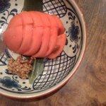 根魚 静 - 冷やしトマト。塩と味噌が珍しい。塩おいしい。