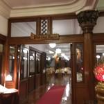 日光金谷ホテル - ダイニングルームの入口