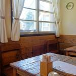 海と畑の台所 Cocopelli Shrimp - 店内のカテーブル席