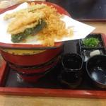58825261 - たぬき釜揚げうどん。                       天かすだけでなく 天ぷらもついてました。
