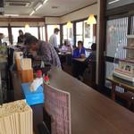 手延べうどん 黒田藩 - 店内をパシャ 日曜日の12時半です