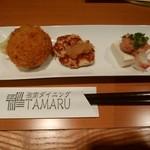 湘南ダイニング TAMARU - みやじ豚のメンチカツ、みやじ豚大山豆腐の合わせ和風ハンバーグ、大山豆腐と海鮮の和え物の三点盛り