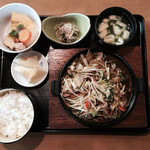 寿恵広 - 料理写真:ホルモン定食=1000円