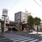 とんかつ神楽坂さくら - 農大側から世田谷通りを渡ってすぐ、TSUTAYAのとなりにございます。