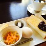 ナルミカフェ - 料理写真:ブレンドコーヒー400円とBモーニング
