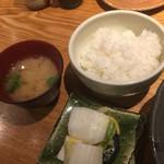 魚匠 銀平 - 味噌汁 ご飯 白菜の漬物