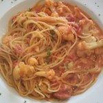 カフェレストラン ラヴィータ - ランチ、カリフラワーのパスタ・トマトクリームソース。やっぱりこの茹で加減がいい☆