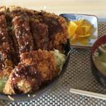 まるてん食堂 - ソースかつ丼(キャベツがたくさん入っています)