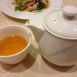 中国料理 南園 - 温かい烏龍茶