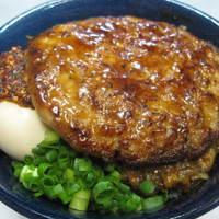 モンストロ バーベキュー - カリー豚玉丼/790円