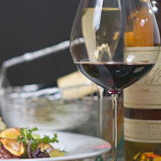 グラスワインの種類を豊富にご用意しております。日本酒も♪