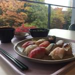 中央大学生協食堂 - 紅葉と共に…※学食の風景です