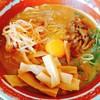 麺王 - 料理写真:生卵は無料トッピング。もやしは勝手に入れちゃった。