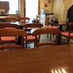 厨・駅さいど - 奥のテーブルに着き、見た店内風景