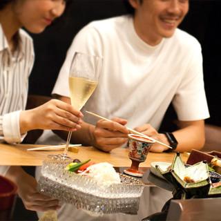 鉄板を目の前に、大切な方と肩を並べてお食事を。