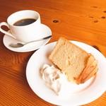 テックコーヒー - 料理写真:手作りシフォンケーキ