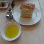 KIHACHI ITALIAN - ヴァリアンテランチ:フォカッチャ、オリーブオイル付