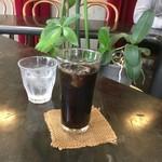 カフェかみきた - アイスコーヒー¥400( '16.11)