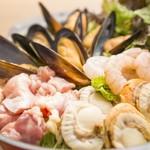 HENRY & HENRY - 海老とホタテとムール貝の海鮮アヒージョ風鍋