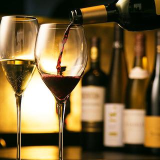 常時60種類以上ある豊富なワインセレクションとともに
