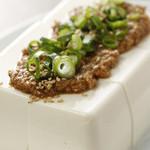 ウラニワ - 佐伯名物、魔法の調味料ごまだしをのせた「なぜ豆腐にごまだしをのせるのか?」