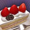 シャトレーゼ - 料理写真:フレーズキューブ ¥280