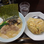 横浜ラーメン 壱鉄家 - 料理写真:セット¥850-