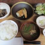 楽日庵 - サバの唐揚げゆずポン酢と茄子とこんにゃく味噌炒りランチ