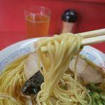 一番 - 中華そば、ピシッと茹で上げられた細麺