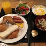 大衆ビストロ Hamakin - この日の朝食。これでも控え目にしたつもり(^^;