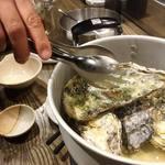 炉BATA焼 奥志摩 - カキのゴーカイ蒸し(三重県産牡蛎) 180円/個