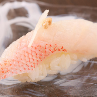 旬にこだわり、小樽ならではのお寿司をご提供させて頂きます。