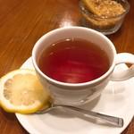 Naga~n cucina italiana - 食後の紅茶。 前菜・パスタ・パン・ドリンクで980円。