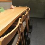 かま田 - カウンター席