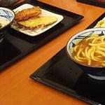 丸亀製麺 - 子供はカレーうどん(並)税込410円と明太釜玉(並)税込410円 (2016.11.13)