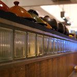 八十八夜 - カウンターのところにはタジン鍋が・・・