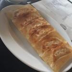 野方餃子 - 餃子セットの6個の餃子、他ライス・味噌汁・漬物付き