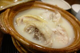 新三浦 天神店 - ゴロゴロと骨つき皮つきの鶏肉がたっぷりと