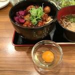 つぶしたて焼きとり おみっちゃん - やきとり丼ランチ750円生卵無料サービス