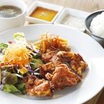 カフェ ゼッカ - 鶏の唐揚げランチ