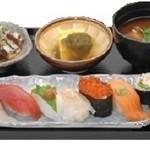 弥一 - バランスよくいろいろ味わえる。昼膳950円〜(税別)※日・祝除く