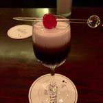 58888547 - エンジェルキッス                       カカオリキュールと生クリームのカクテル                       マスターがスマートな飲み方を                       教えてくださいました。
